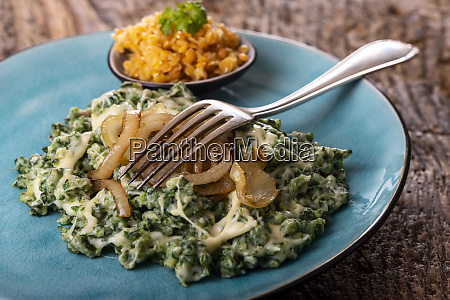 bavarian pasta with onions