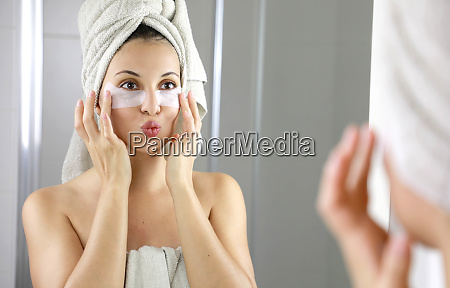 beautiful woman applying anti fatigue under