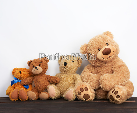 various brown teddy bears are sitting