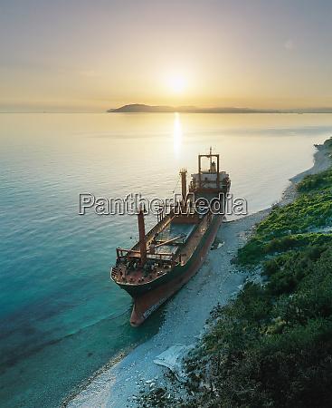 shipwreck dry cargo ship left on