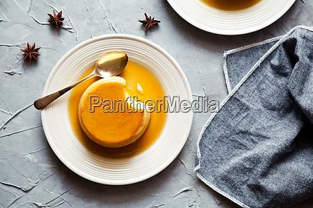 small caramel pudding