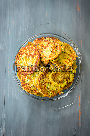 low carb zucchini pancakes with curry