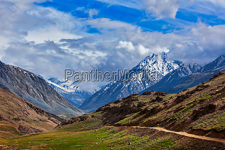himalayas on the trek to chandra