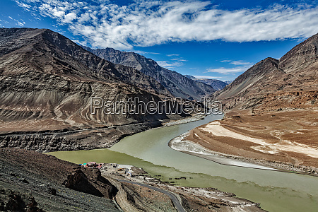 confluence of indus and zanskar rivers