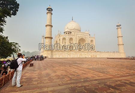 tourist taking pictures of taj