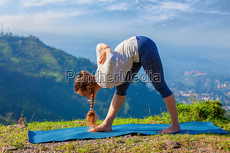 woman doing ashtanga vinyasa yoga outdoors
