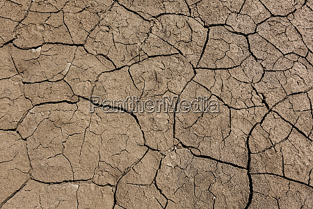 earth ground with cracks