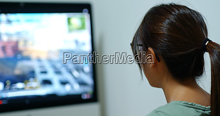 woman play game at home