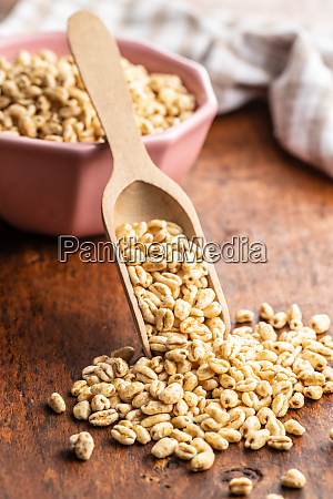 puffed wheat covered with honey