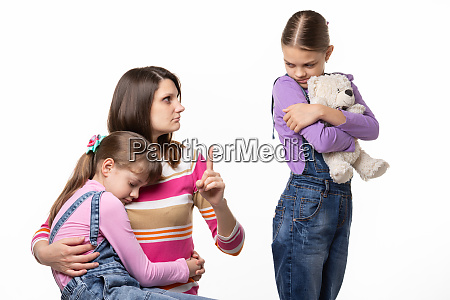 mom scolds the eldest daughter for