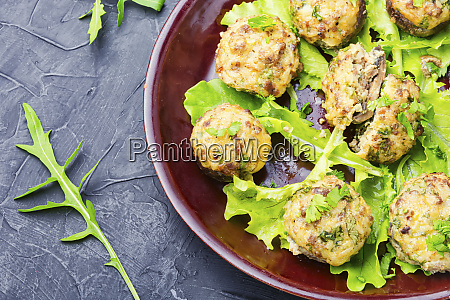 mushrooms stuffed with minced meat