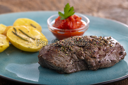 pepper steak with grilled potatoes