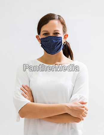 woman in reusable cloth face mask