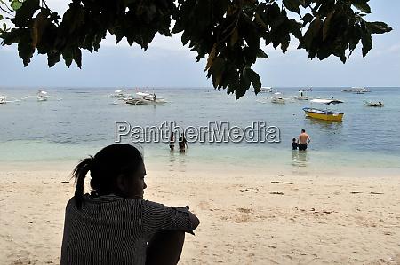 alona beach on panglao island on