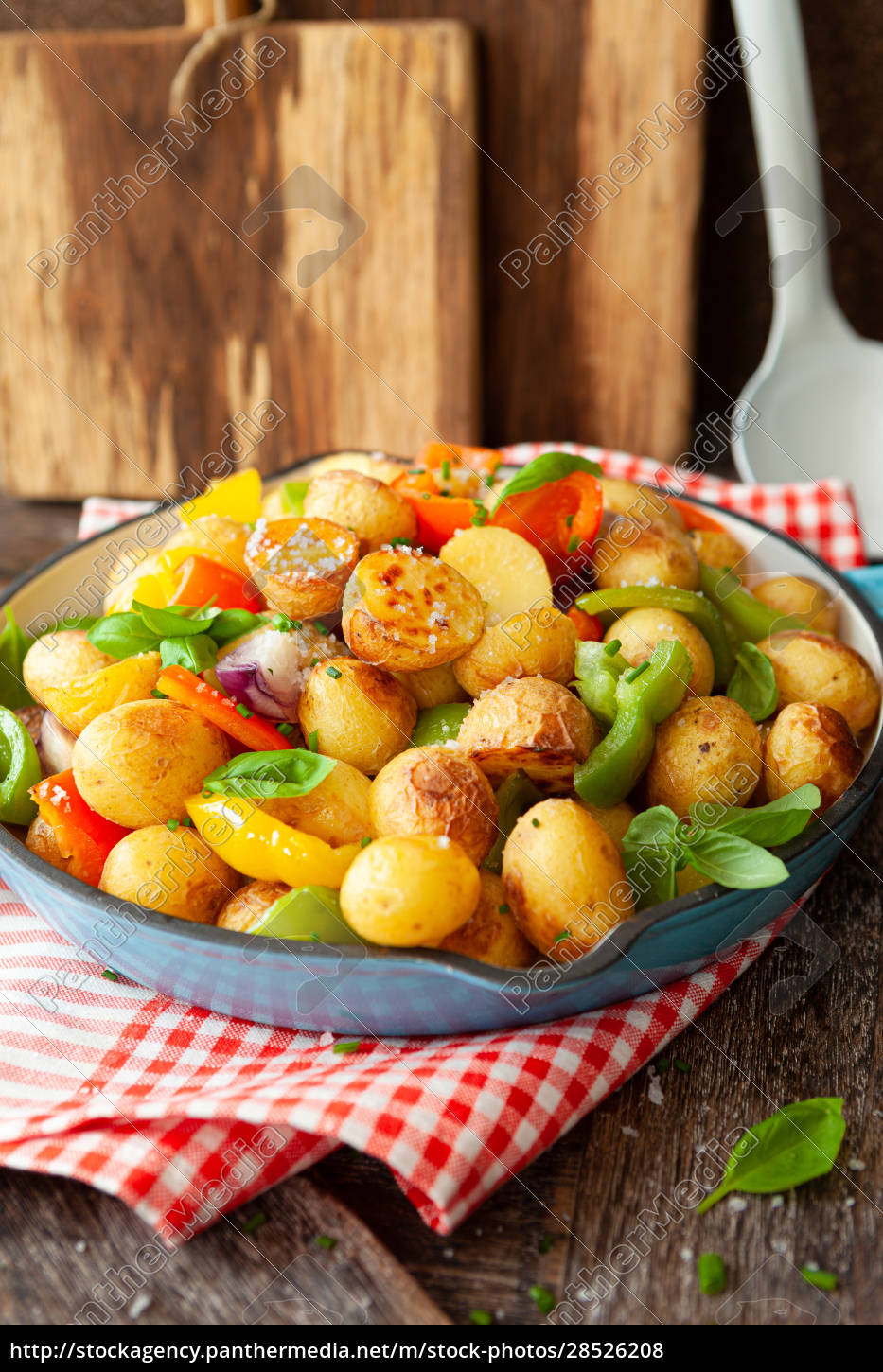 baked, potatoes, with, vegetables - 28526208