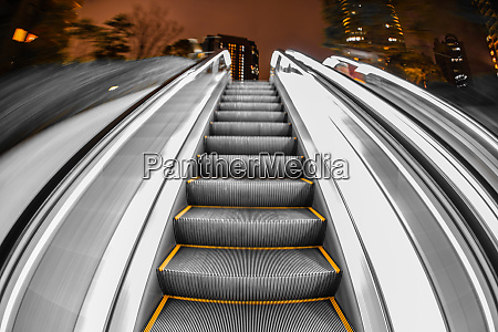 escalator image