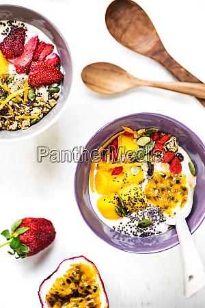 greek yogurt with mango granola and