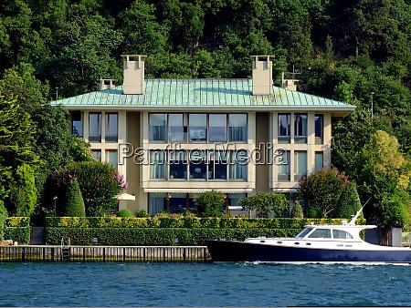 villa and yacht