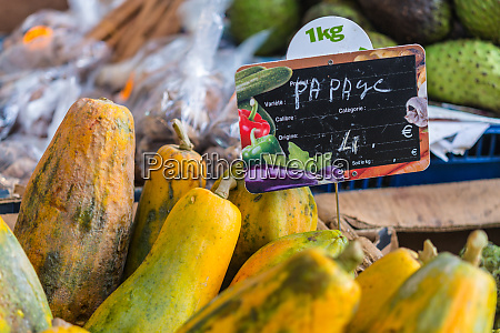 papaya in the fruit and vegetable