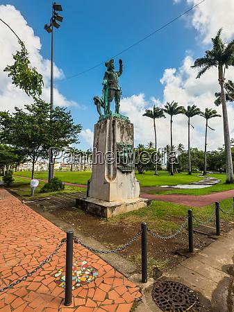 statue of pierre belain desnambue in