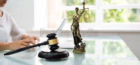 online law court concept