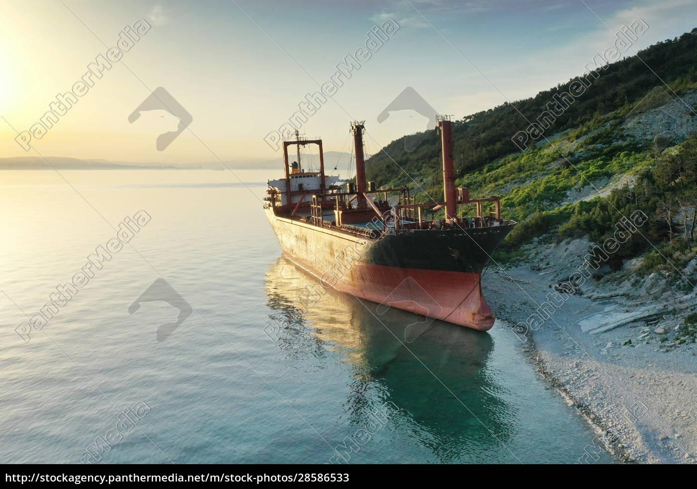 shipwreck., dry, cargo, ship, left, on - 28586533