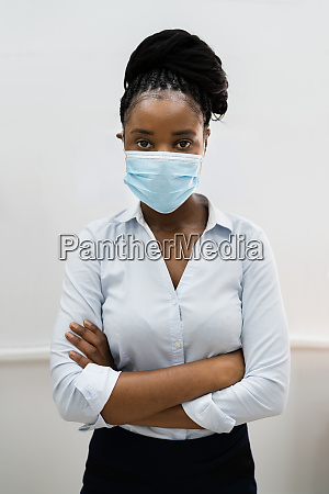 african american woman wearing face mask