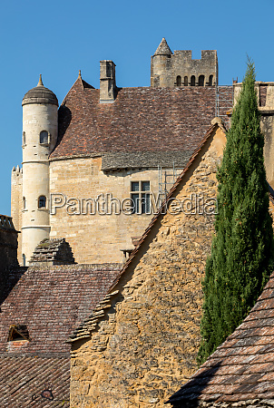 the medieval chateau de beynac