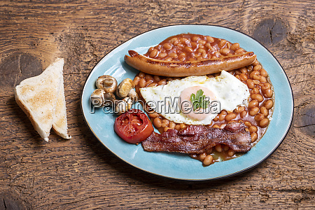 full englisch breakfast on a plate