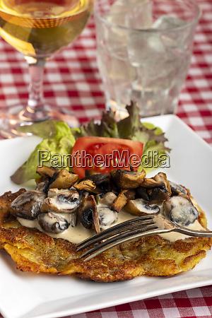 swiss roesti with mushroom sauce