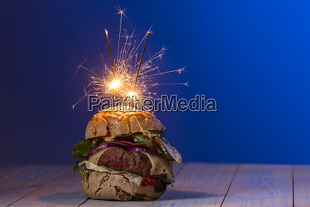 home, made, cheeseburger, on, dark, wood - 28607341