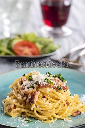 spaghetti, carbonara, on, a, blue, plate - 28607255