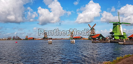 windmills and houses travel in netherlands