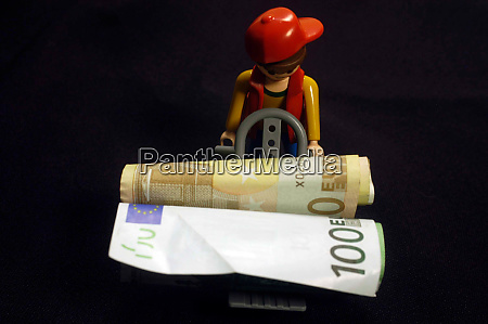 euro banknotes and small toy shopping