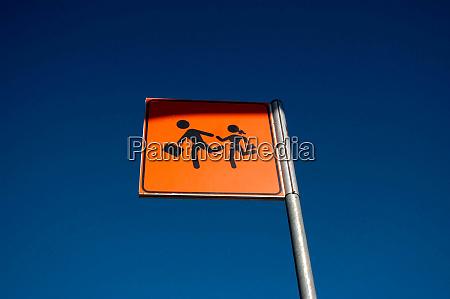 a traffic sign for pedestrians
