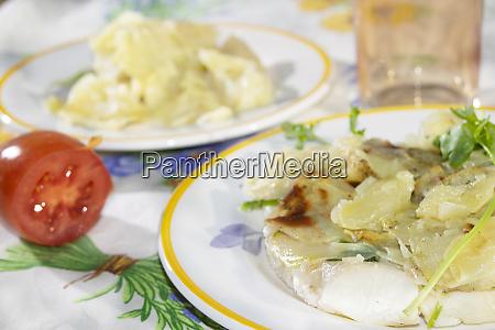 sea bream fillets in potato crust