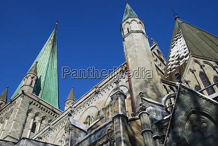 side view of nidaros cathedral in