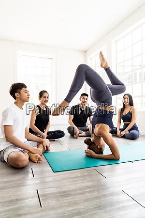 yoga teacher show headstand pose to