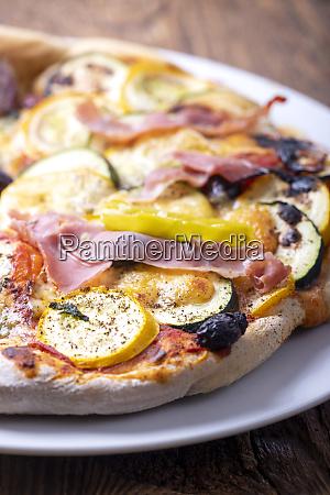 sliced zucchini on pizza