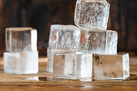 crystal clear ice cubes