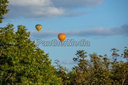 balloons flying over dordogne