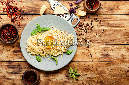 classic italian pasta carbonara