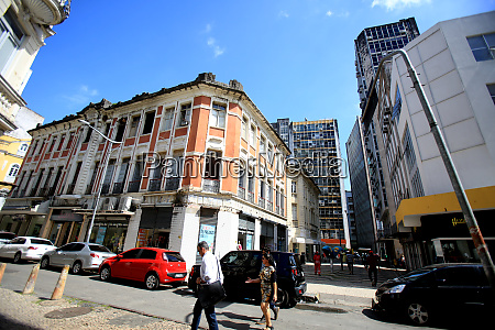 commercial buildings in the neighborhood comercio