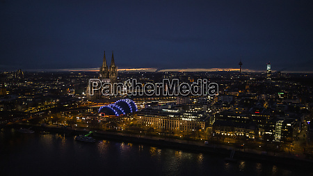 illuminated cologne cathedral and cityscape at