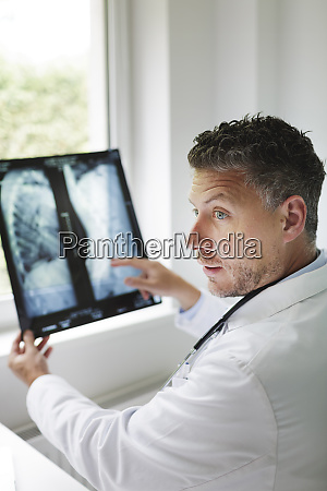doctor discusses x ray image via