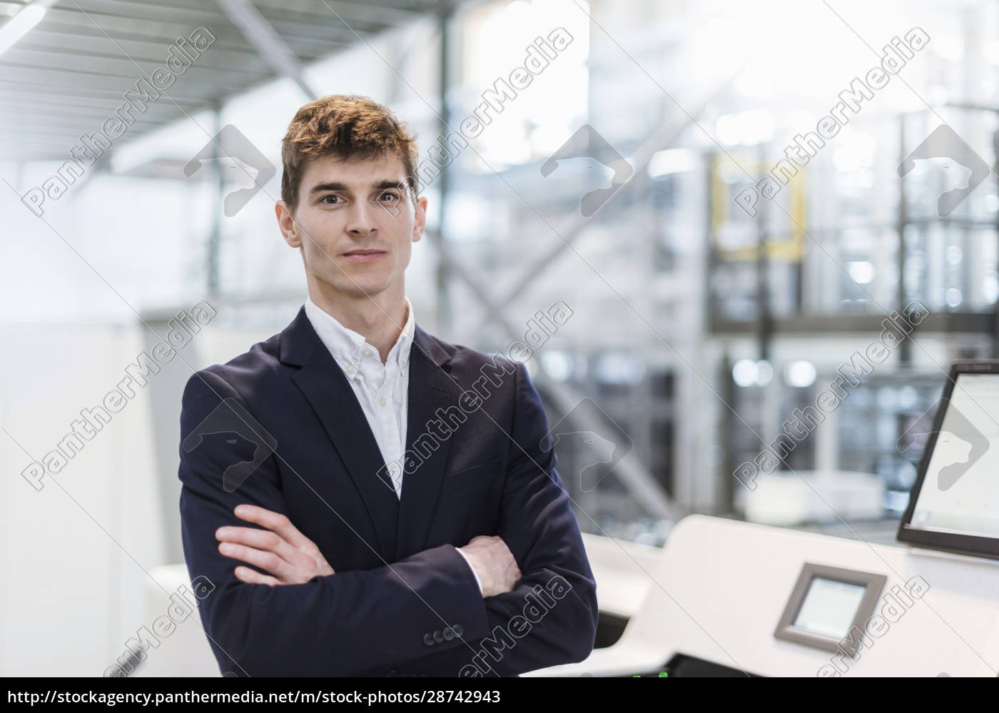 confident, businessman, with, arms, crossed, standing - 28742943