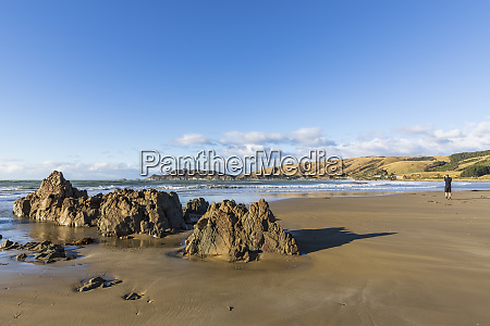 new zealand rock formations on sandy