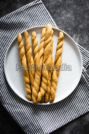 plate of fresh italiangrissinibreadsticks