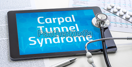 the word carpal tunnel syndrome on