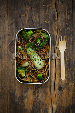lunch box ofsobanoodles withbokchoy broccoli soy